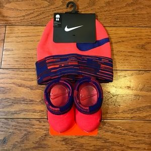NWT Nike Baby Beanie & Booties